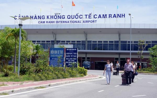 Ông trùm hàng hiệu Jonathan Hạnh Nguyễn muốn tăng giá phục vụ hành khách nhà ga hành khách quốc tế sân bay Cam Ranh