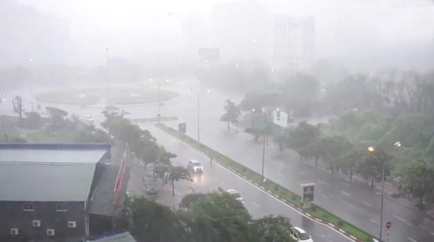 Khu vực đồng bằng Bắc bộ, trong đó có Hà Nội cần đề phòng mưa giông, tố lốc vào chiều tối