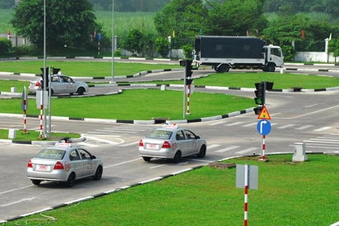 Sở GTVT Hà Nội yêu cầu các trung tâm đào tạo, sát hạch lái xe phải có thái độ nghiêm túc với giáo viên, học viên uống rượu bia