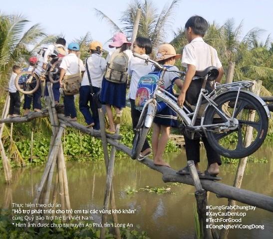 Grab đồng hành cũng Quỹ Bảo trợ trẻ em Việt Nam xây cầu đến lớp cho trẻ em vùng khó khăn