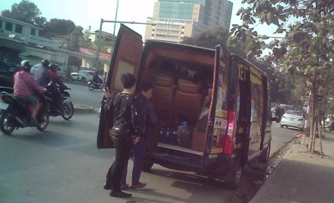 Xe hợp đồng trá hình limousine hoạt động ngày càng rầm rộ khiến xe khách cố định liên tỉnh ngày một teo tóp