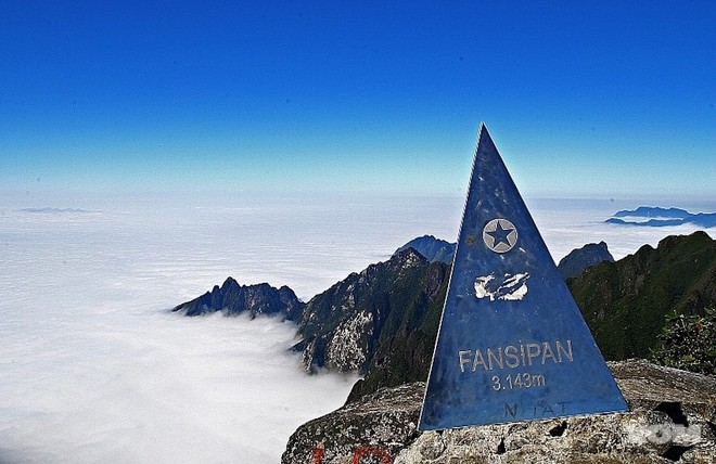 Đỉnh Fansipan được mệnh danh là nóc nhà Đông Dương