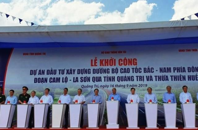Thủ tướng Chính phủ nhấn lệnh khởi công cao tốc Bắc- Nam đoạn Cam Lộ- La Sơn