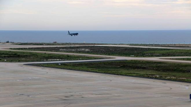 Đường băng số 1 sân bay Cam Ranh đã hư hỏng nhưng đường băng số 2 được đầu tư đến 2.000 tỷ đồng vẫn nằm chờ