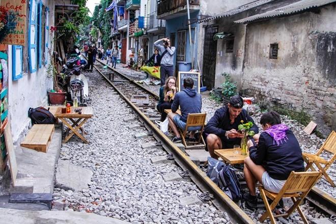 Bộ GTVT đề nghị giải tán triệt để các tụ điểm cà phê đường sắt