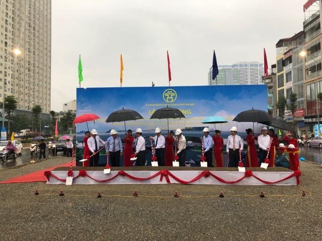 Cầu vượt nút giao Nguyễn Văn Huyên- Hoàng Quốc Việt được khởi công vào sáng nay