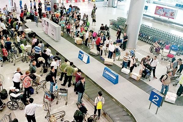 Một nam hành khách đến muộn bị từ chối làm thủ tục lên chuyến bay đã hùng hồ tát vào mặt nhân viên hàng không