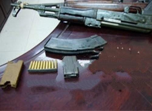Phát hiện một số bộ phận nghi của súng quân dụng được cất giấu trong lô hàng bút chì, nồi inox gửi đi Mỹ (ảnh minh họa)