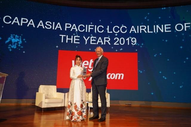 """Lãnh đạo Vietjet Air nhận giải thưởng """"Hãng hàng không chi phí thấp của năm tại khu vực châu Á - Thái Bình Dương"""""""