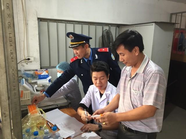 Lực lượng liên ngành thành phố Hà Nội kiểm tra sức khỏe lái xe đột xuất tại bến Nước Ngầm