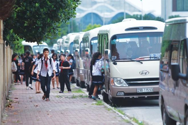 Hà Nội có gần 900 xe ô tô tham gia đưa đón học sinh hàng ngày