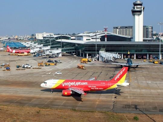 """Thị trường hàng không Việt Nam đang phát triển """"nóng"""" nhưng gặp khó về hạ tầng và nhân lực"""