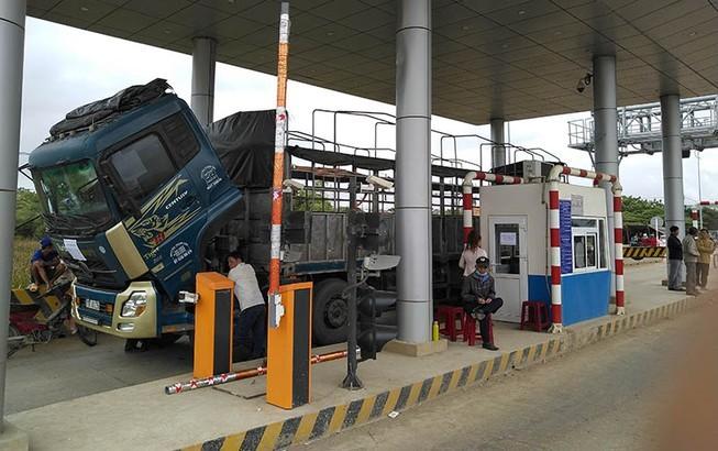 Trạm thu phí Ninh Xuân trên QL26 liên tục bị nhiều người gây rối phải xả trạm nhiều ngày