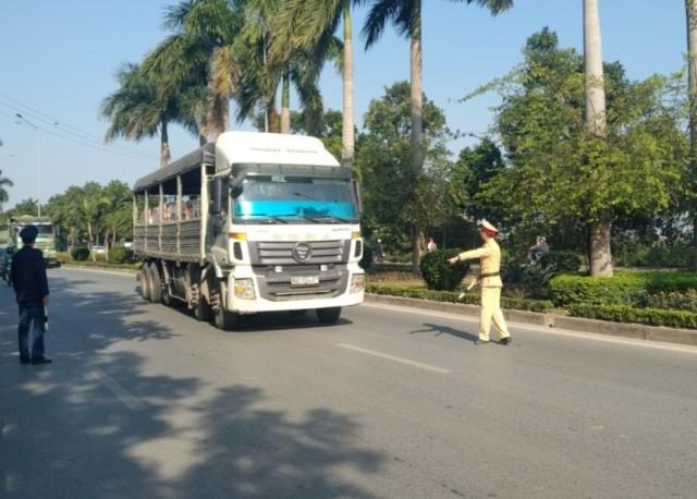 Lực lượng chức năng kiểm tra điều kiện phương tiện và người lái