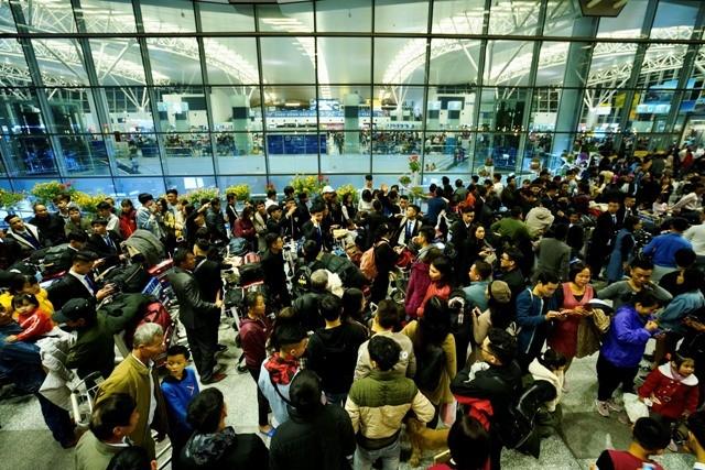 Lượng khách qua sân bay quốc tế Nội Bài ngày một đông đúc trong dịp Tết Canh Tý 2020 (ảnh Phan Công)