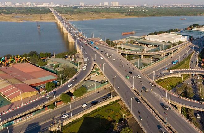 Cầu Vĩnh Tuy giai đoạn 2 được xây dựng song song với cầu Vĩnh Tuy 1 về phía hạ lưu