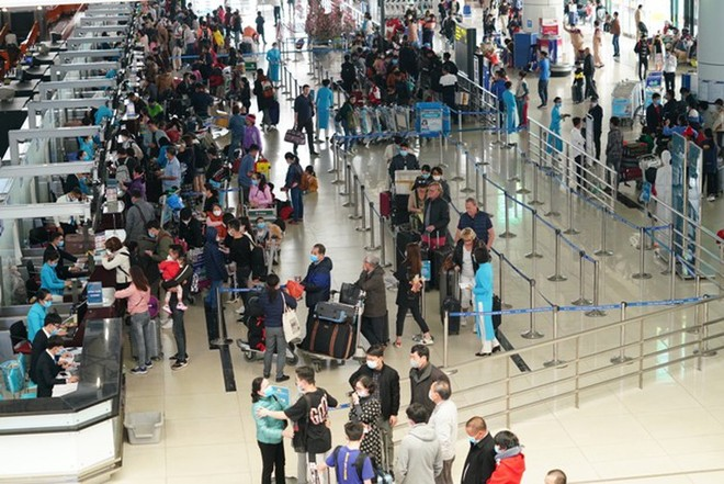Lượng khách qua các sân bay sụt giảm mạnh do dịch CoVid-19