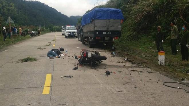 Hiện trường vụ tai nạn trên đèo Lò Xo đoạn qua địa bàn huyện Đăk Glei, Kom Tum làm 2 người nước ngoài tử vong