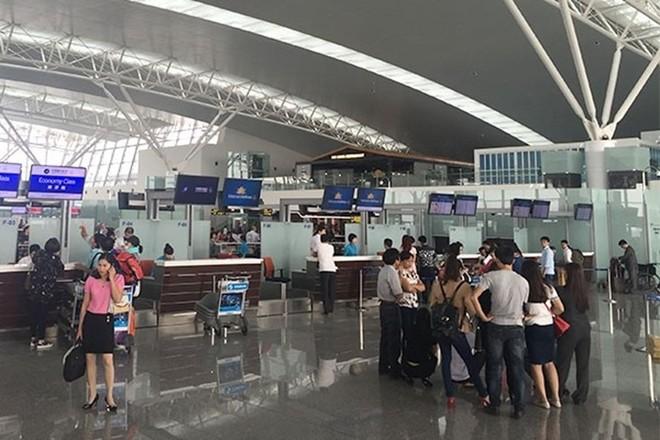Hiện nay, phương tiện ra vào sân bay mất 15.000 đồng/lượt