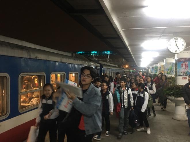 Đường sắt cắt nhiều chuyến tàu do Covid-19, khách mua vé phải đăng ký số điện thoại