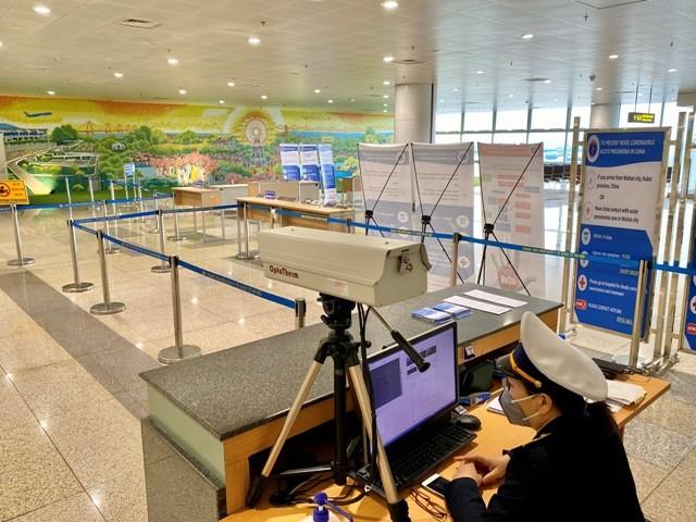 Tất cả hành khách đến sân bay từ các chuyến bay quốc tế đều phải qua kiểm dịch