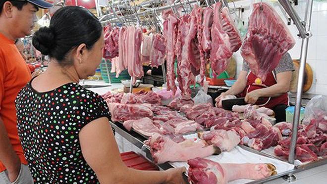 Giá thịt lợn vẫn neo cao khiến người tiêu dùng lo ngại