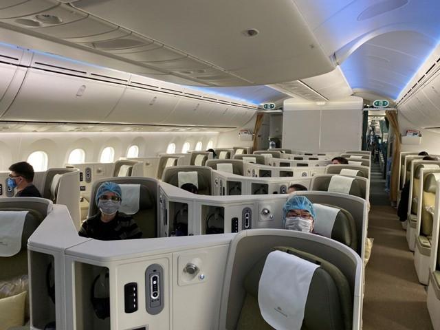 Toàn bộ hành khách phải đeo khẩu trang trong suốt chuyến bay