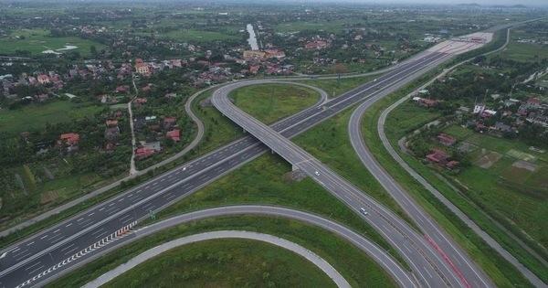 Rào chắn đường vành đai 3 để thi công nút giao với cao tốc Hà Nội- Hải Phòng