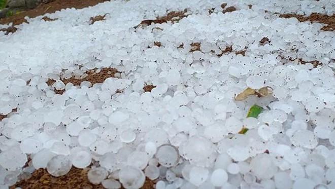 Nhiều nơi xuất hiện mưa đá vào đêm 17/3 do ảnh hưởng của không khí lạnh và dải hội tụ trên cao