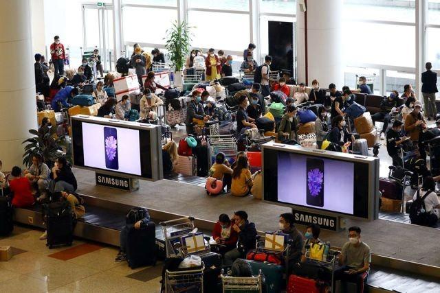 Lượng khách nhập cảnh về sân bay Nội Bài mỗi ngày đều rất đông