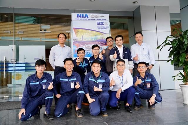 Nhóm kỹ sư trẻ của sân bay Nội Bài đã mất 3 ngày để sáng chế và lắp đặt thành công buồng khử khuẩn toàn thân