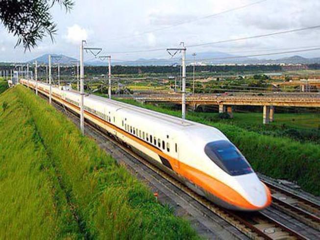 Theo báo cáo nghiên cứu tiền khả thi của Bộ GTVT, đường sắt tốc độ cao Bắc- Nam có vận tốc thiết kế là 320km/h