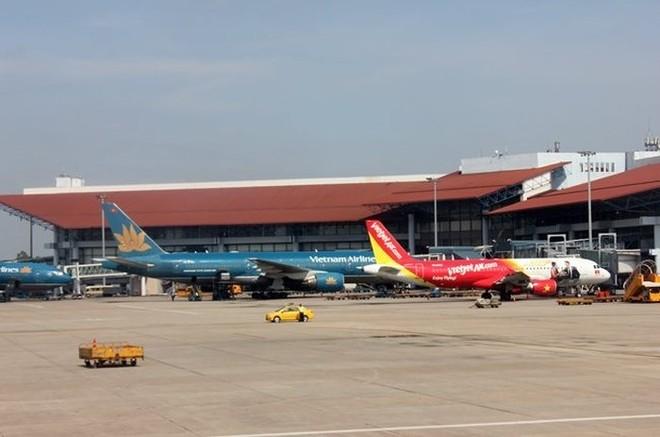 Đường lăn sân bay Nội Bài đã hư hỏng nhiều năm nay nhưng chưa được sửa chữa