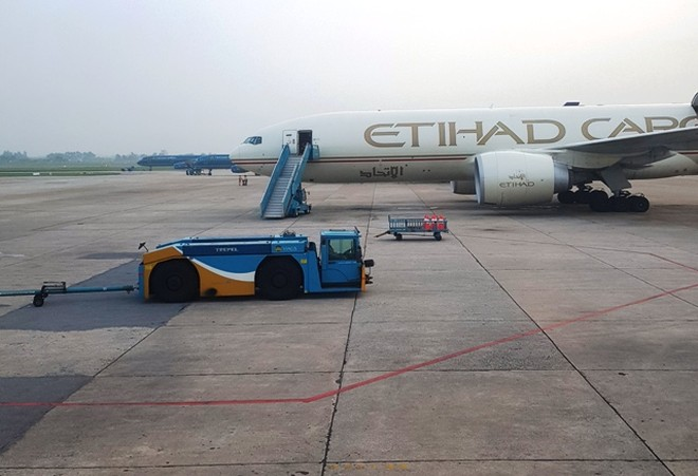 Việc sửa chữa, cải tạo đường cất hạ cánh sân bay Nội Bài được đánh giá là cấp bách nhưng nhiều năm qua chưa thể triển khai
