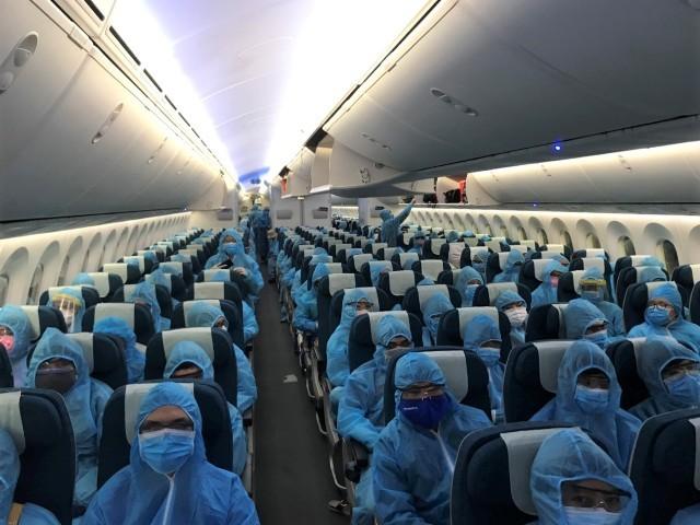 Chuyến bay đầu tiên từ Ấn Độ đưa 340 người Việt hồi hương kể từ khi dịch Covid-19 bùng phát trên toàn thế giới đến nay