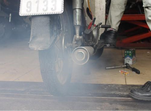 Hiện khí thải xe máy vẫn đang được thả nổi, không kiểm soát
