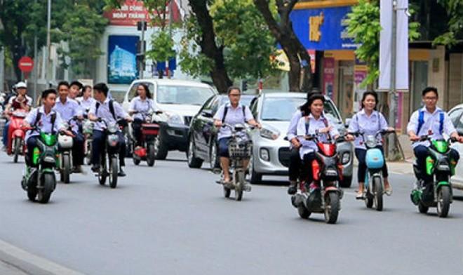 Học sinh từ 16 tuổi trở lên điều khiển xe đạp điện, xe máy điện sẽ phải có bằng lái xe hạng A0