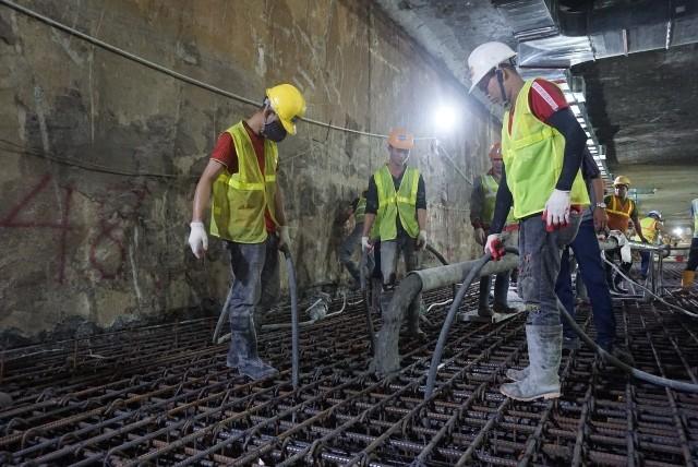 Bản trung chuyển ga ngầm S9 đã được hợp long vào đêm qua, 24-6