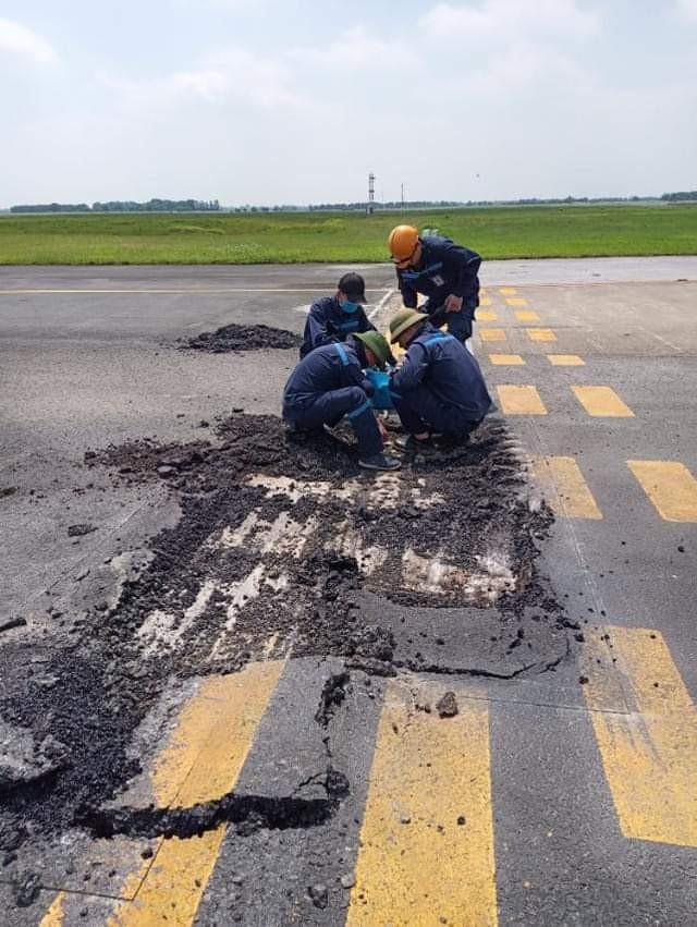 Đường cất hạ cánh tại sân bay Nội Bài thường xuyên bị hư hỏng trong thời gian qua