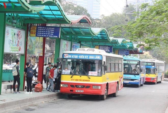 Hàng loạt tuyến xe buýt phải điều chỉnh lộ trình để phục vụ sửa chữa mặt cầu Thăng Long