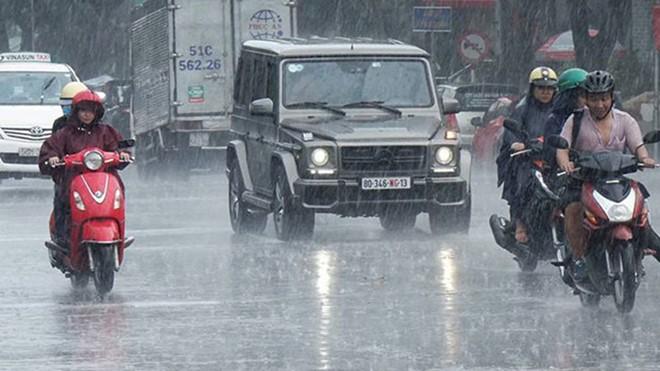 Khu vực Hà Nội và Bắc bộ còn mưa rào và giông trong ngày hôm nay, 5/7. Từ ngày mai, nắng nóng trở lại