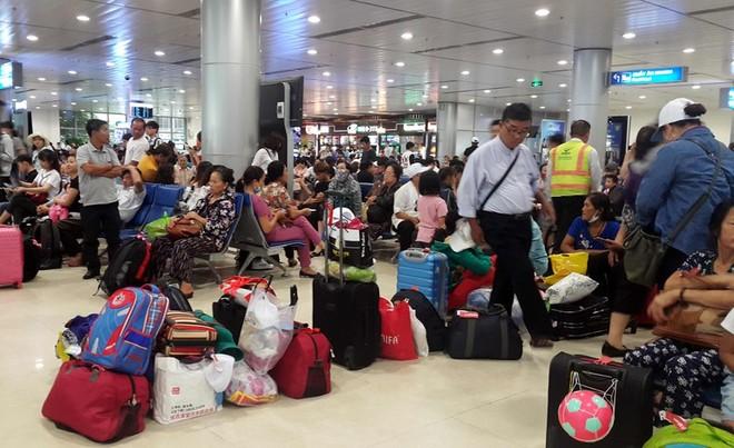 Thời gian gần đây, tình trạng chậm, hủy chuyến bay gia tăng khiến hành khách vạ vật chờ đợi ở sân bay