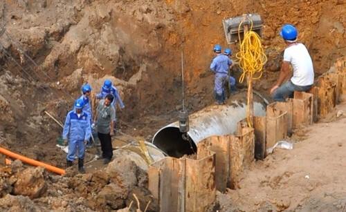 Đường ống nước Sông Đà liên tiếp gặp sự cố khiến hàng nghìn hộ dân ở phía Tây chịu cảnh mất nước sinh hoạt