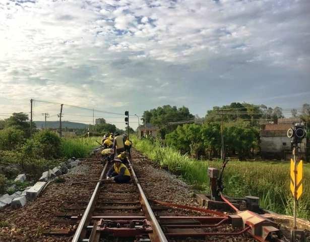 Kinh doanh khó khăn, công nhân đường sắt giảm việc làm, bị chậm lương