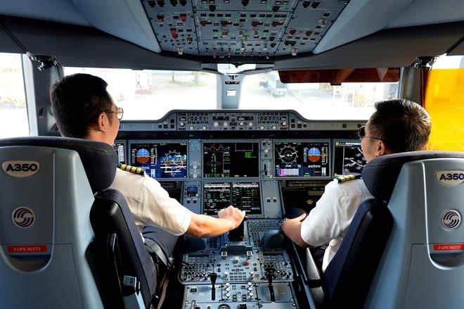 Các hãng hàng không của Việt Nam phải thuê nhiều phi công nước ngoài