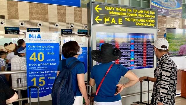 Từ 31/7 tới đây, hành khách đến sân bay Nội Bài sẽ phải tự xem thông tin về chuyến bay của mình trên các bảng hiển thị