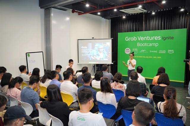 Bà Nguyễn Thái Hải Vân – CEO của Grab Việt Nam chia sẻ với các startup về những biến đổi trong hành vi người tiêu dùng sau Covid-19.