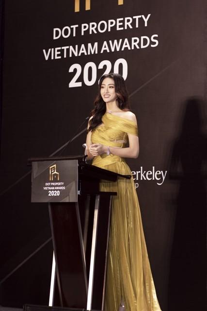 Đại sứ Sunshine Homes - Giám đốc phát triển dự án Sunshine Empire phát biểu tại Lễ trao giải