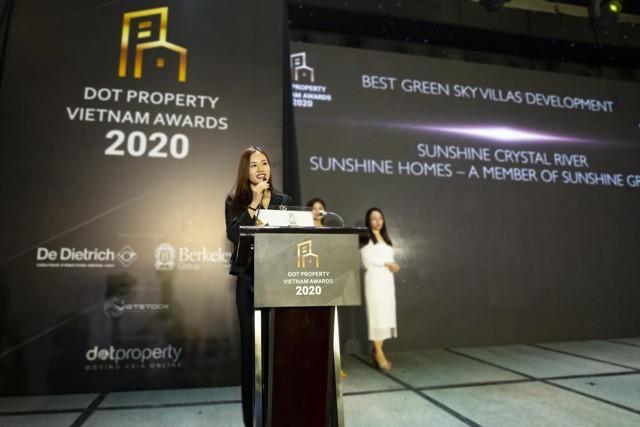 Bà Đỗ Hồng Nhung chia sẻ cảm xúc khi nhận giải thưởng Tổ hợp biệt thự trên không xu hướng xanh tốt nhất Việt Nam 2020 dành cho Sunshine Crystal River