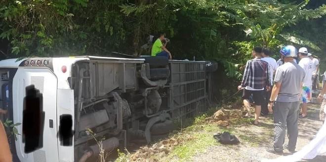 Hiện trường chiếc xe du lịch bị rơi xuống vực ở Quảng Bình làm ít nhất 8 người chết